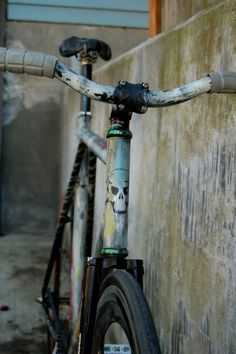 A collation of fixie and track bikes from all across the world. Paint Bike, Bicycle Painting, Bicycle Art, Fixed Gear Bikes, Fixed Bike, Bici Fixed, Push Bikes, Rat Bikes, Urban Bike