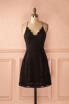 Robe de dentelle noire à encolure festonnée - Black lace scalloped neckline dress