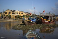 If you're coming to Vietnam then you will visit Hoi An! Here is a list of the top 10 things to do in Hoi An. Cooking, sunbathing, visiting, take your pick!