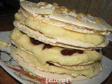 Rețetă Tort crocant cu crema de vanilie si visine