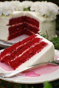 Red Velvet Cake w/Ultimate Cream Cheese Frosting Recipe! Red Velvet Cake w/ Ultimate Cream Cheese Frosting Velvet Cupcakes, Velvet Cake, Just Desserts, Delicious Desserts, Yummy Food, Sweet Recipes, Cake Recipes, Dessert Recipes, Top Recipes