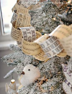 Make a pretty vintage Christmas paper chain garland using a kit, which saves you time! Outdoor Christmas Tree Decorations, Christmas Tree Garland, Mini Christmas Tree, Country Christmas, Homemade Christmas, Vintage Christmas, Christmas Holidays, Christmas Crafts, Christmas Ideas