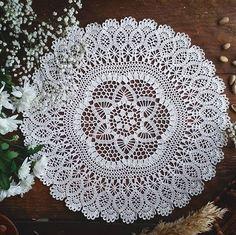 Друзья мои, так хочется порадовать вас чем-то особенным. Затеваю я со своим @magical_crochet giveaway через пару деньков Поддержите меня в этой затее, обещаю будет очень красиво и по-весеннему цветочно? А пока покажу вам эту сказочную красавицу ажурную. Она теперь будет жить в моем доме, не смогу с ней расстаться #юлино_волшебство #юлина_весна