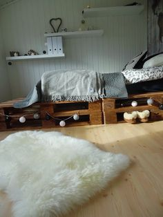 I just renovated my room, so now I have my dream room. Thanks to Pintrest. Now I want to help inspire others to decorate and refurnish their room.  My boyfriend helped me in making the pallet bed, the rest of my room is from IKEA, Søsterne Grene, RUSTA and differend decor stores. This is a cheap solution and something you absolutley can do yourself!!