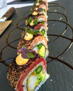 Creativity focus with sushi. Japan Sushi, My Sushi, Sushi Love, Sushi Chef, Sushi Roll Recipes, Best Sushi Rolls, Homemade Sushi Rolls, Japanese Food Sushi, Japanese Desserts