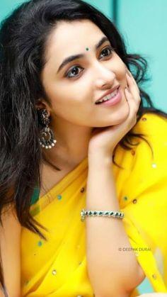 Lovely Girl Image, Beautiful Girl Photo, Beautiful Girl Indian, Most Beautiful Indian Actress, Actress Priya, Saree Photoshoot, Indian Actress Hot Pics, Stylish Girls Photos, Most Beautiful Faces