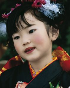 Japanese Girl. She is so beautiful. Love this shot.