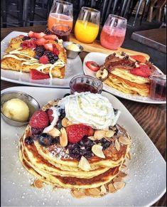 I Love Food, Good Food, Yummy Food, Romantic Breakfast, Sunday Breakfast, Breakfast Platter, Food Porn, Food Platters, Food Goals