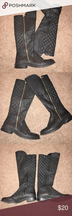 Black & Gold Boots Black boots with a stylish gold zipper. Great condition, too small for me:/ Not sure of the actual brand, but hey they're super cute so whatever right? :) Shoes
