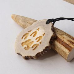 Wolf paw necklace pendant charm print handcrafted out of deer antler from BDSart on Etsy. Antler Jewelry, Wolf Jewelry, Wooden Jewelry, Antler Necklace, Pendant Jewelry, Deer Antler Crafts, Antler Art, Wolf Paw, Bone Crafts