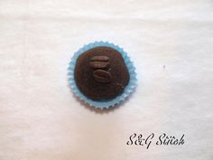 Deko Praline Cafe Stitch, Noel, Wall Decorations, Chocolate Candies, Boxes, Gift Cards, Christmas Decor, Christmas, Presents