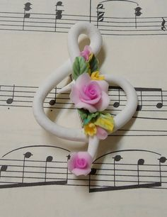 Treble clef ~ with roses! Lovely jewelry inspiration!
