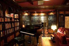 Hans Zimmer home studio 01 Home Studio Musik, Music Studio Room, Studio Setup, Studio Ideas, Home Music Rooms, Recording Studio Design, Piano Room, Dream Studio, Architecture Design