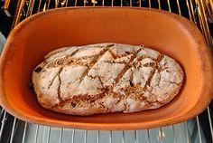 Olivenbrot aus dem Römertopf, ein raffiniertes Rezept aus der Kategorie Brot und Brötchen. Bewertungen: 37. Durchschnitt: Ø 4,2. Bread Recipes, Food And Drink, Low Carb, Restaurant, Make It Yourself, Baking, Health, Pizza, Croissants