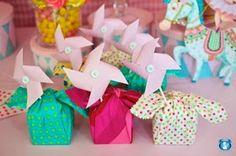 Ideias para Decoração para festa catavento é uma excelente escolha para os aniversários de gêmeos, trigêmeos, quadrigêmeos ou mais!