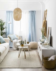 Quick-witted corrected bold living room remodeling and decor on a budget Save Now Bold Living Room, Paint Colors For Living Room, Interior Design Living Room, Living Room Designs, Living Room Decor, Kitchen Interior, Deco Studio, Apartment Makeover, Lounge
