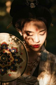 Asian Photography, Portrait Photography, The Wicked The Divine, Geisha Art, China Girl, Foto Art, Traditional Fashion, Ancient China, Chinese Culture
