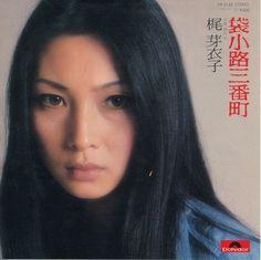 梶芽衣子 Kaji Meiko - 袋小路三番町 / 残り火 (1977) https://youtu.be/87Bvz-5zveA