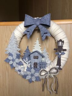 DIY Christmas Wreath Ideas to Decorate your Holiday Season - christmas decor ideas Felt Christmas, Outdoor Christmas, Simple Christmas, Elegant Christmas, Christmas Door, Christmas Projects, Christmas Crafts, Christmas Ornaments, Diy Wreath