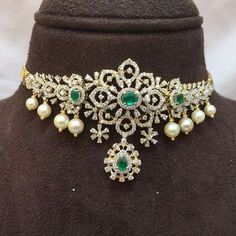 Stunning choker studded with ncut diamonds and emeralds. Necklace with pearl hangings. Stunning choker studded with ncut diamonds and emeralds. Necklace with pearl hangings. Diamond Choker Necklace, Diamond Bracelets, Diamond Jewellery, Diamond Jhumkas, Neck Choker, Emerald Necklace, Choker Necklaces, Pearl Choker, Bridal Jewellery