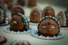 Arti Thali Decoration, Kalash Decoration, Ganapati Decoration, Decoration For Ganpati, Diy Diwali Decorations, Fruit Decorations, Festival Decorations, Handmade Decorations, Coconut Decoration