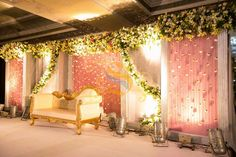 33 best ideas for wedding reception backdrop indian beautiful Reception Stage Decor, Wedding Stage Design, Wedding Reception Backdrop, Wedding Stage Decorations, Wedding Mandap, Lawn Decorations, Decor Wedding, Flower Decorations, Floral Wedding