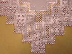HARDANGER NEW BEAUTIFUL  HANDCRAFTED  doily, center piece pink 23' x 23 '