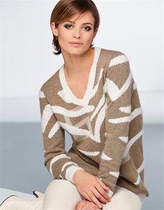 Ein Pullover mit edler Farbgebung und abstraktem Muster.