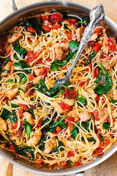 Tomato Spinach Chicken Pasta Tomato Spinach Chicken Pasta – this recipe features pasta, fresh tomatoes, sun-dried tomatoes, fresh basil, spinach, garlic, and olive oil. It's a great Summer pasta recipe! Easy and quick! Only 30 minutes to make. A fantastic way to prepare chicken pasta using fresh vegetables!