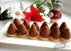 Vosí hnízda se žloutkovým krémem Christmas Goodies, Christmas Baking, Mini Cupcakes, Holidays And Events, Muffins, Waffles, Pudding, Rum, Sweets