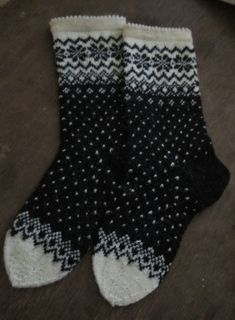p/norweger-socken-mit-glitzer delivers online tools that help you to stay in control of your personal information and protect your online privacy. Knitting Stitches, Knitting Socks, Hand Knitting, Knit Socks, Knitting Patterns, Crochet Patterns, Knitted Booties, Patterned Socks, Fair Isle Knitting