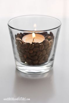 Decora tus velas con granos de café – Decorate your candles with coffee beans – Coffee Shop Design, Cafe Design, Coffee Cafe, My Coffee, Coffee Beans, Mein Café, Deco Originale, Cafe Shop, Candle Making