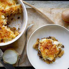 """34 tykkäystä, 0 kommenttia - Martat (@marttailu) Instagramissa: """"Tämä makaronilaatikko saa mehevyytensä munamaidon sijasta käytettävästä juustokastikkeesta.…"""" Martini, Macaroni And Cheese, Ethnic Recipes, Instagram, Food, Mac And Cheese, Essen, Meals, Martinis"""