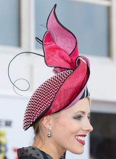 Millinery Award at Melbourne Cup Carnival Congratulations Lynette Lim Sinamay Hats, Fascinator Hats, Fascinators, Headpieces, Millinery Hats, Fancy Hats, Cool Hats, Crazy Hats, Races Fashion
