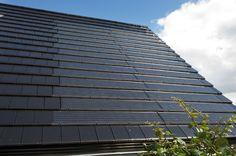 Woonhuis Brielle met Monier VI90 - volledig geïntegreerd PV-systeem en Tuile Plat dakpan. Solar Power System, Roof Design, Energy Efficiency, Renewable Energy, Solar Panels, Home Deco, Skyscraper, New Homes, Building