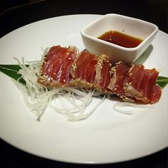 Tuna tataki (tonno scottato)   #yurestaurant#portagenova#notonlysushi#navigliogrande#tuna#tataki#tatakituna#tunafish#sashimi#sushi#milano#sushilovers#sushitime#japanesefood#japanesecuisine#sesameseeds#daikon#tasty#instafood#tonnoscottato#tonno by yurestaurant