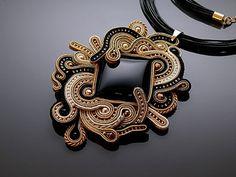 Collar de Soutache negro y oro con Onix. por ANBijou en Etsy