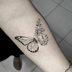 Future Tattoos, Love Tattoos, Small Tattoos, Tattoos For Women, Tatoos, Butterfly Tattoos On Arm, Butterfly Flowers, Butterflies, Piercing Tattoo