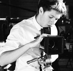 I love this boy so much, but he´s too good for me. I really want to meet him, but I think if I´d meet him he wouldn´t remember me. He meets thousend of pretty and nice girls everyday, plus most of them are closer to his age. Fact is Niall Horan is an angel