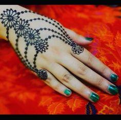 Beautiful jewellery style henna mehndi