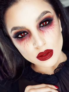 Pin by Nicole Hubbard on Costume Makeup Halloween makeup looks halloween makeup easy vampire - Halloween Makeup Makeup Clown, Sfx Makeup, Glam Makeup, Witch Makeup, Scary Makeup, Makeup Brush, Fancy Dress Makeup, Goth Eye Makeup, Dramatic Makeup