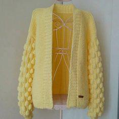 Blog Crochet, Diy Crochet, Knitting Patterns, Crochet Patterns, Crochet Jumper, Crocodile Stitch, Chunky Cardigan, Yellow Sweater, Crochet Clothes