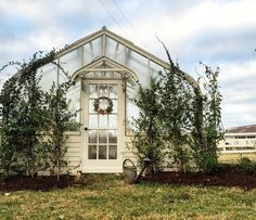 "If you love Chip and Joanna Gaines as much as us, seeing glimpses of their stunning farmhouse on HGTV's ""Fixer Upper,"" has left you wanting more. The square-foot Victorian home sits on 40 beautiful acres in Crawford, Texas, a suburb of Waco. Chip Et Joanna Gaines, Joanna Gaines House, Joanna Gaines Farmhouse, Joanna Gaines Style, Chip Gaines, Magnolia Joanna Gaines, Magnolia Farms, Magnolia Homes, Porches"