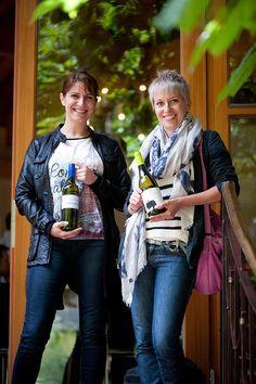 ...nachdem die Hüllen gefallen sind, waren unsere Verkoster natürlich neugierig! :) Tina Veit und Ulrike Mayer, Best of Bio-Verkosterinnen #bestofbio #bobwine15 Punk, Style, Fashion, Swag, Moda, Fashion Styles, Punk Rock, Fashion Illustrations, Outfits