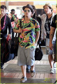 Full Sized Photo of bruno mars aloha hawaii 02 Hawaiian Party Outfit, Hawaiian Wear, Vintage Hawaiian, Bruno Mars, Hawaii Style, Men Trousers, Cool Summer Outfits, Aloha Hawaii, Bowling Shirts