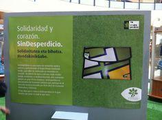 Este es otro de los carteles de la exposición que el @elboulevard de Vitoria nos ayudó a colocar en la Plaza Nodal de su recinto.  www.sindesperdicio.es