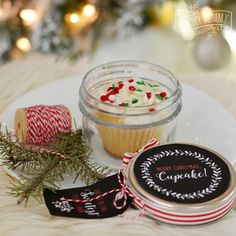 Christmas Cupcake in a Jar + 16 More DIY Gift Ideas (Free Printables!) | The DIY Mommy
