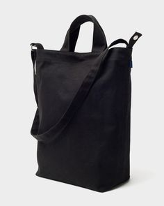 BAGGU Duck Bag Canvas Tote - Black: A perfect everyday tote in durable recycled cotton canvas duck. Two handles and 40 inch adjustable strap, to carry in hand or over shoulder. Carry All Bag, Unique Bags, Shopper Tote, Black Tote Bag, Reusable Bags, Tote Handbags, Cotton Tote Bags, Canvas Tote Bags, Leather Backpack