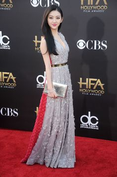 Jing Tian wore this beautiful gown with a grey front and red back enhancing the intrigue to this look.