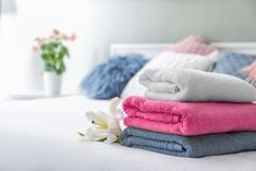 If you are a salon owner, a beautician or an esthetician, the one thing you will be reaching out for the most during a day is going to be a salon towel. Towels Smell, Soft Towels, Bath Towels, Clean Washer, Hotel Towels, Egyptian Cotton Towels, Turkish Towels, Gym Towel, Textiles